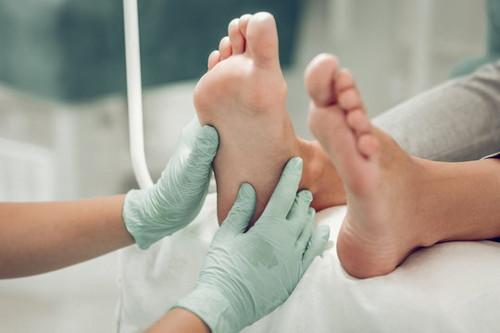 guantes y cubrebocas en masajes en pandemia